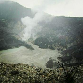Salah satu kawah di Tangkuban Perahu (nisbroth)
